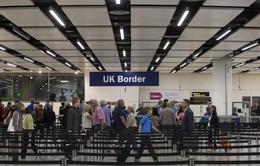 Số người nhập cư tại Anh giảm mạnh