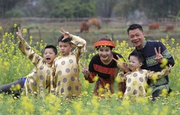 Gia đình BTV Trần Quang Minh rạng rỡ du xuân đầu năm