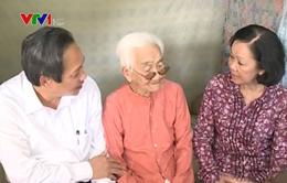 Đồng chí Trương Thị Mai thăm gia đình chính sách, người có công nhân ngày 27/7