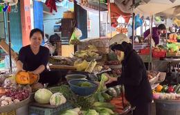 Mưa liên tục, rau củ tăng giá gấp 2 - 3 lần ngày thường