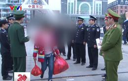 Giải cứu hàng chục cô gái bị lừa bán sang Trung Quốc