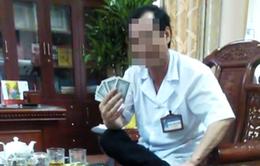 Ninh Bình: Xem xét điều chuyển công tác đối với giám đốc bệnh viện đánh bài ăn tiền