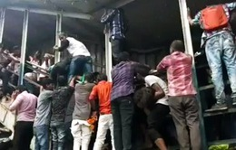Giẫm đạp trong giờ cao điểm ở Ấn Độ, ít nhất 22 người chết