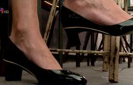 Canada cấm các công ty buộc phụ nữ đi giày cao gót