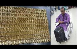 Giả ngồi xe lăn buôn lậu số vàng trị giá 1,5 triệu USD