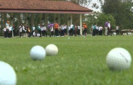 Sir Nick Faldo truyền cảm hứng chơi golf tới trẻ em Việt Nam