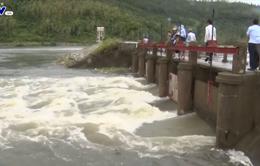 Hà Tĩnh: Vẫn còn 1000 hộ dân bị nước lũ cô lập