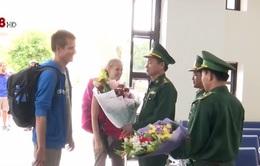 Hai du khách đầu tiên nhập cảnh bằng thị thực điện tử tại Quảng Trị