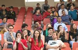 Những khán giả đặc biệt trên sân Lạch Tray