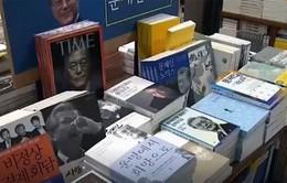 Bùng nổ xu hướng gắn hình ảnh Tổng thống Hàn Quốc với các mặt hàng
