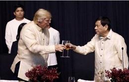 Tổng thống Philippines thể hiện khả năng âm nhạc