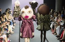 Sững sờ với dàn người mẫu hóa búp bê trên sàn diễn thời trang cao cấp Paris