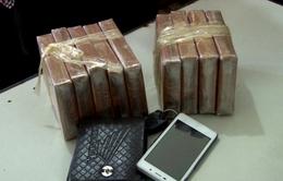 Bắt đối tượng vận chuyển 20 bánh heroin tại Lào Cai