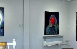 Nữ họa sĩ gốc Việt Dương Thùy Dương mở triển lãm tranh siêu thực