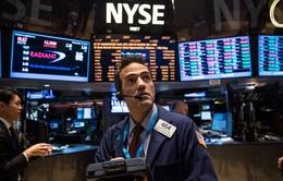Thị trường chứng khoán Mỹ lao dốc mạnh