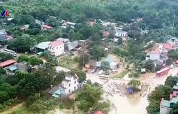 Nhiều hộ dân vẫn bị cô lập do mưa lũ