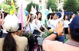 """Dàn người đẹp Hoa hậu Đại dương gây """"náo động"""" phố biển Phan Thiết"""