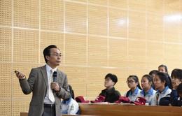 Hiệu trưởng trường ĐH Bách khoa HN giảng bài cho hàng trăm sĩ tử