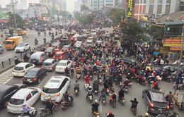 """""""Nghẹt thở"""" đường phố Hà Nội những ngày cận Tết"""