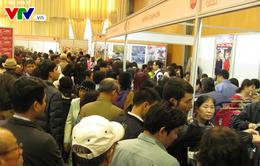 Hàng ngàn người chen chúc mua đồ Nhật Bản tại Hà Nội