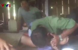 """Cận cảnh thầy bói chữa bệnh mê tín dị đoan """"hút đá độc"""" tại Quảng Ngãi"""
