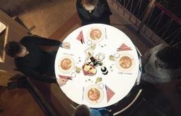 Độc đáo nghệ thuật video 3D trên bàn ăn