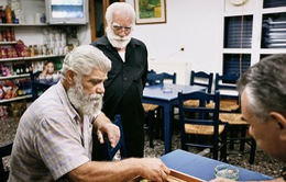 Hòn đảo Ikaria nổi tiếng vì bí quyết sống thọ của người dân