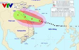 Bão số 10 tiếp tục tăng cấp tiến sát bờ Nghệ An - Quảng Trị