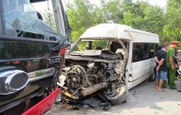 Quảng Trị: Hai xe khách giường nằm đâm nhau, 2 người bị thương nặng