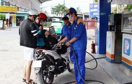 Nhiều điểm kinh doanh xăng dầu trong khu dân cư tại Vĩnh Long