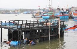 Tàu cá Quảng Ngãi bị thiêu rụi khi chuẩn bị ra khơi