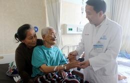Thay khớp háng thành công cho cụ bà 100 tuổi