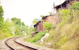 Cưỡng chế hàng loạt công trình lấn chiếm hành lang đường sắt ở Đồng Nai