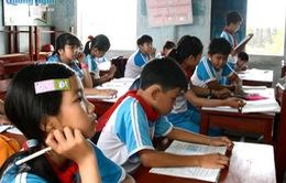 Quảng Ngãi: Cấp bàn ghế mới cho trường Tiểu học Nghĩa Điền