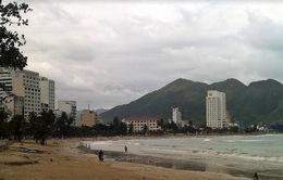 Tắm biển Nha Trang, một du khách bị cuốn trôi