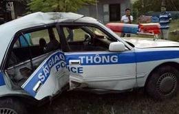 Xe tuần tra của CSGT bị lật khi truy đuổi xe vận chuyển ma túy