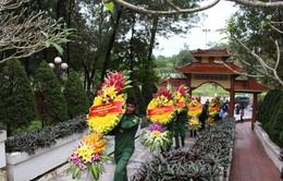 Đoàn Văn phòng Quốc hội dâng hương tại nghĩa trang liệt sỹ ngã ba Đồng Lộc