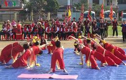 800 người đồng diễn Yoga xác lập kỷ lục Guinness tại Yên Bái