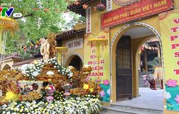Người dân nô nức đi lễ chùa Quán Sứ trong ngày Đại lễ Phật đản