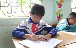 Cảm phục tinh thần hiếu học của cậu bé mồ côi Bắc Giang