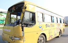 Đà Nẵng: Xe bus húc xe bồn văng xa 30m