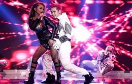 """Tronie – MiA mang hit Ông bà anh """"đốt"""" sân khấu The Remix"""