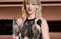 """Taylor Swift diện váy """"trong suốt"""", đánh tan tin đồn """"bầu bí"""""""