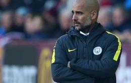 Nhìn các hậu vệ của Man City mà cám cảnh cho Pep Guardiola