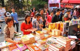 Phố sách Xuân Đinh Dậu tại Hà Nội thu trên 7 tỷ đồng