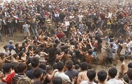 VIDEO: Tranh cướp hỗn loạn ở hội cướp Phết Hiền Quan