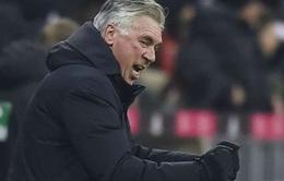 SỐC: Ancelotti giơ 'ngón tay thối' về phía CĐV sau trận hòa với Hertha Berlin
