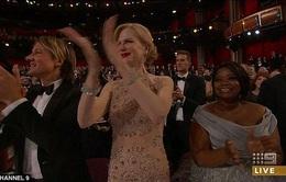 """Nicole Kidman lý giải về kiểu vỗ tay """"độc nhất vô nhị"""""""