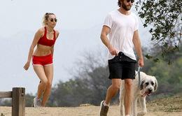 Miley Cyrus khoe eo thon khi đi tập thể dục cùng bạn trai