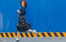 """BTV Quỳnh Chi khoe giọng với hit """"Phía sau một cô gái"""""""